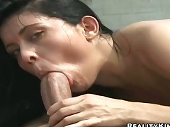 Mature latin Firnanda gets a mouthful of meat pole in blowjob act with horny dude