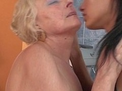 Hawt hottie fisting a older lesbo